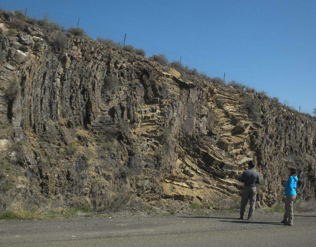 Pre-11 CFB Trip delegates looking at folding in the lower Ecca Group along the N12