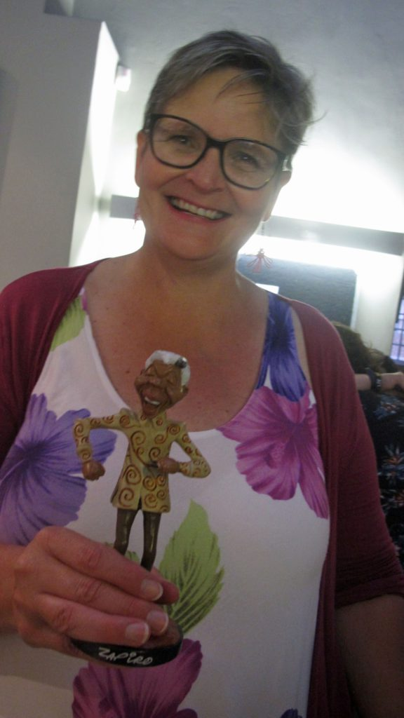 Tracey Saunders from Umvoto with her gift from Zapiro and Rosemary to thank her for all her help with organising the event.